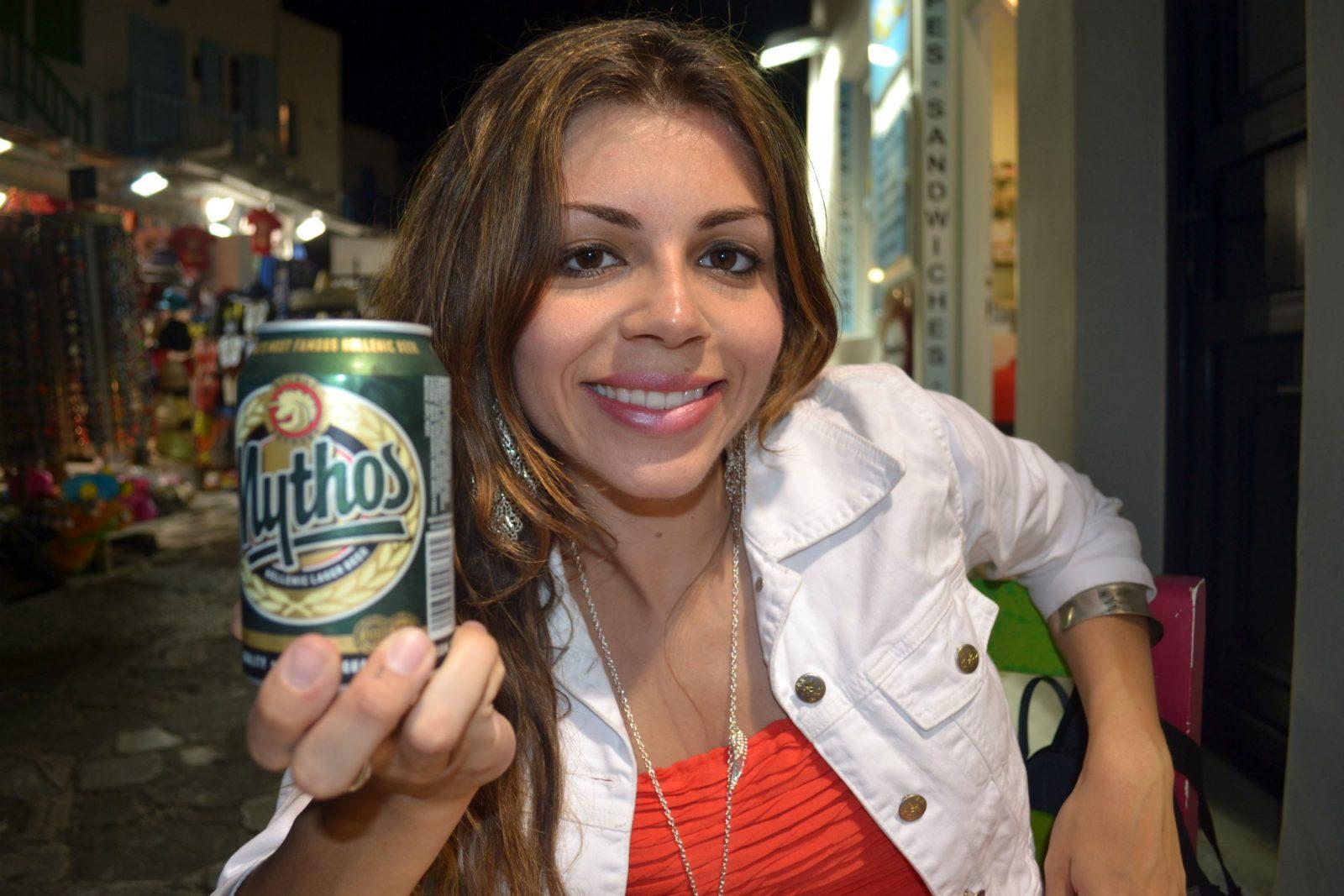 Um pequeno esquenta antes da balada com a cerveja grega Mythos
