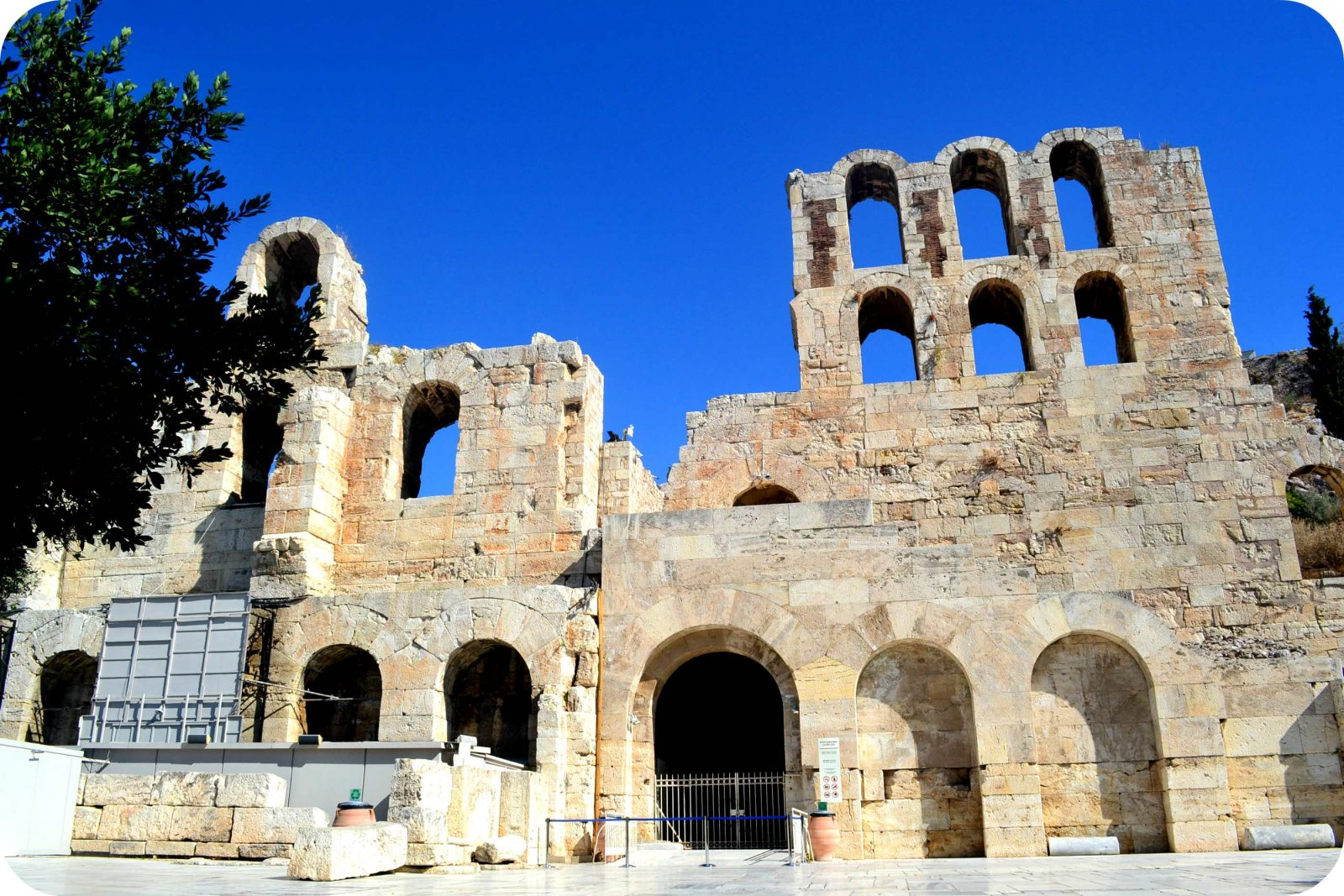 Fachada do Odeon Herodes Atticus
