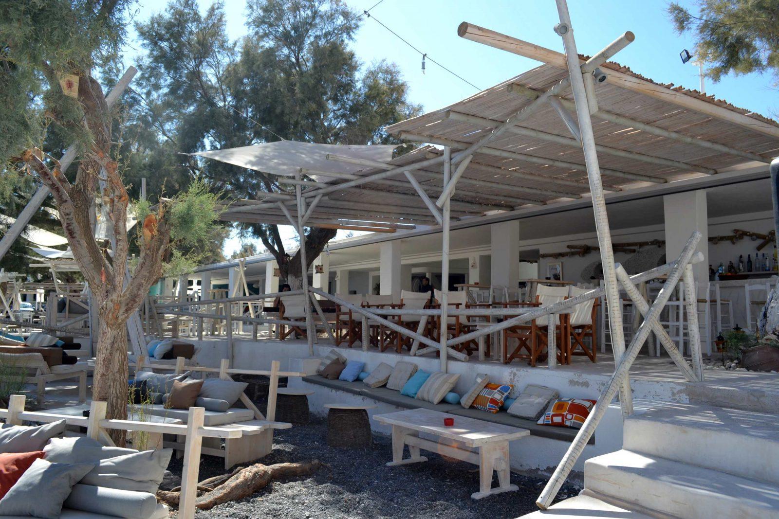 Restaurante Demilmar na praia de Perissa em Santorini