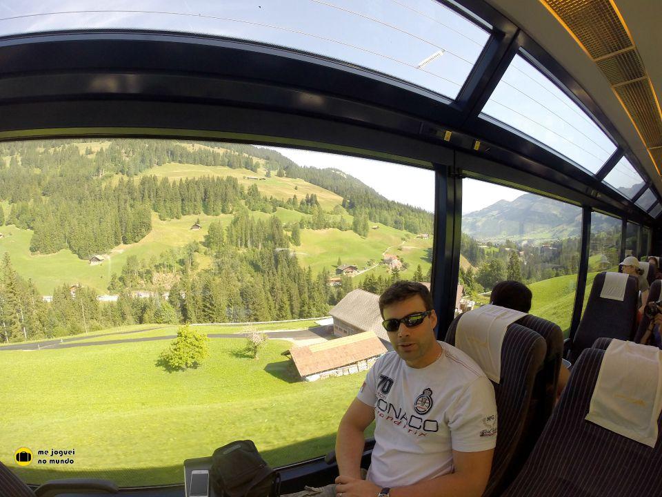passeio panoramico de trem na suiça