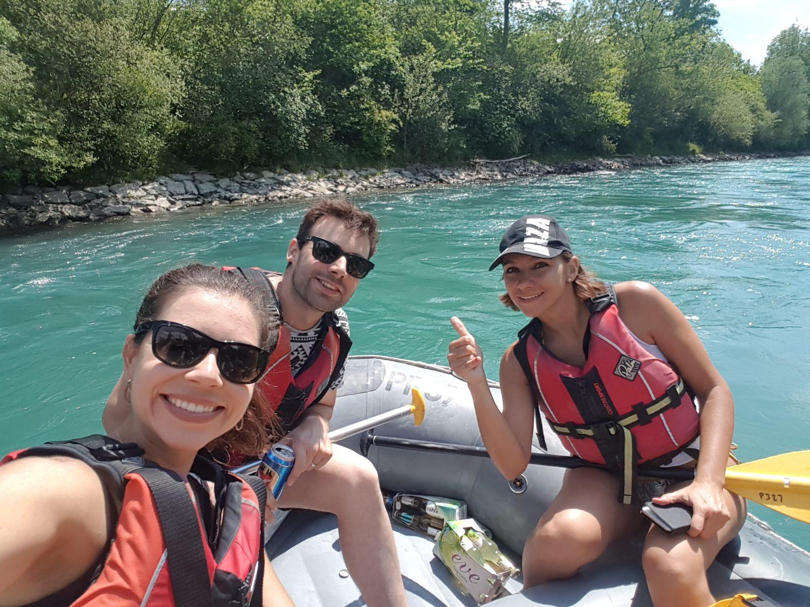 verao na suiça bote no rio aare