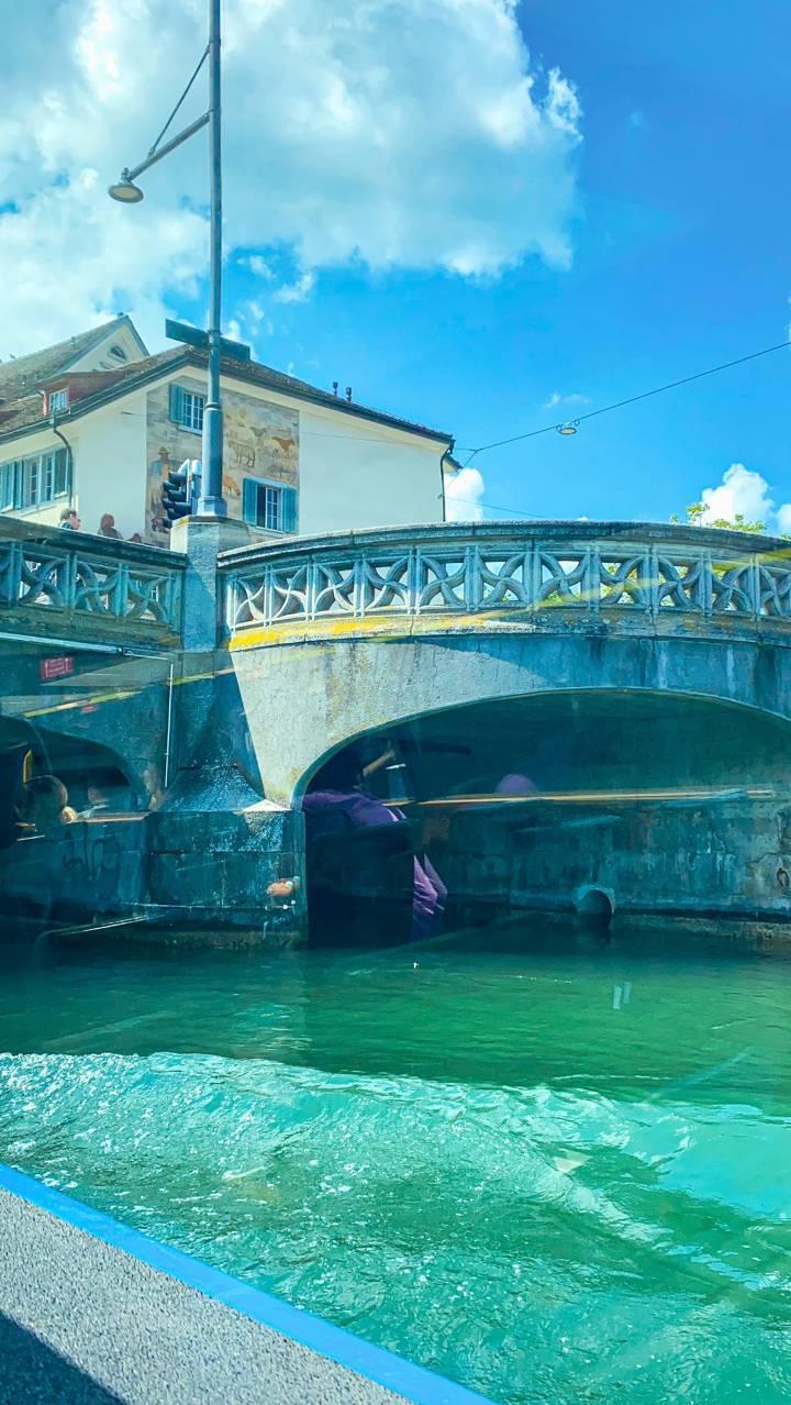passeio de barco em zurique Rio Limmat