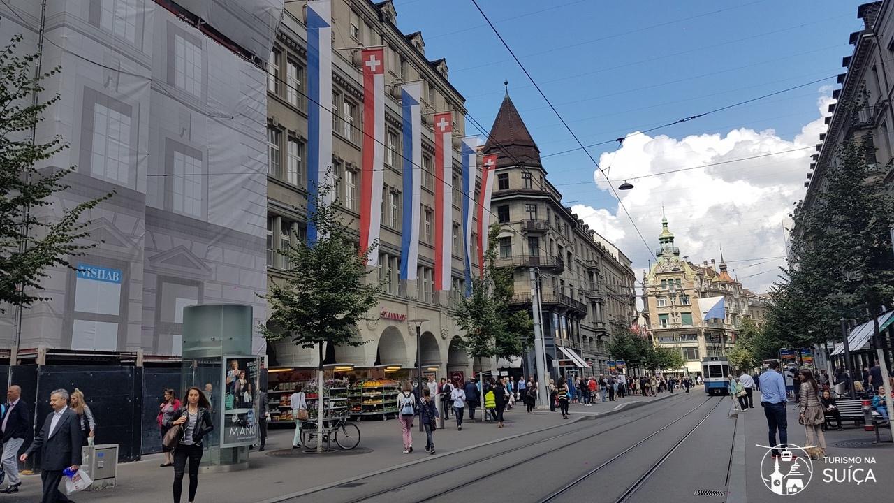 Rua Bahnhofstrasse em zurique